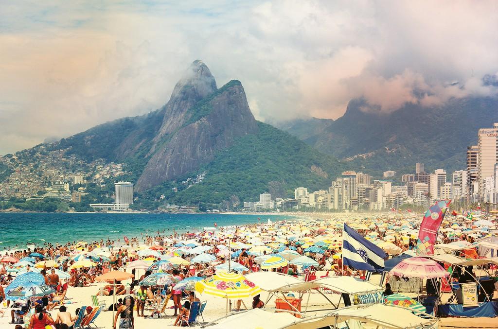Brazil: Luiz Souza/NurPhoto/REX/Shutterstock. Soares: Som Livre