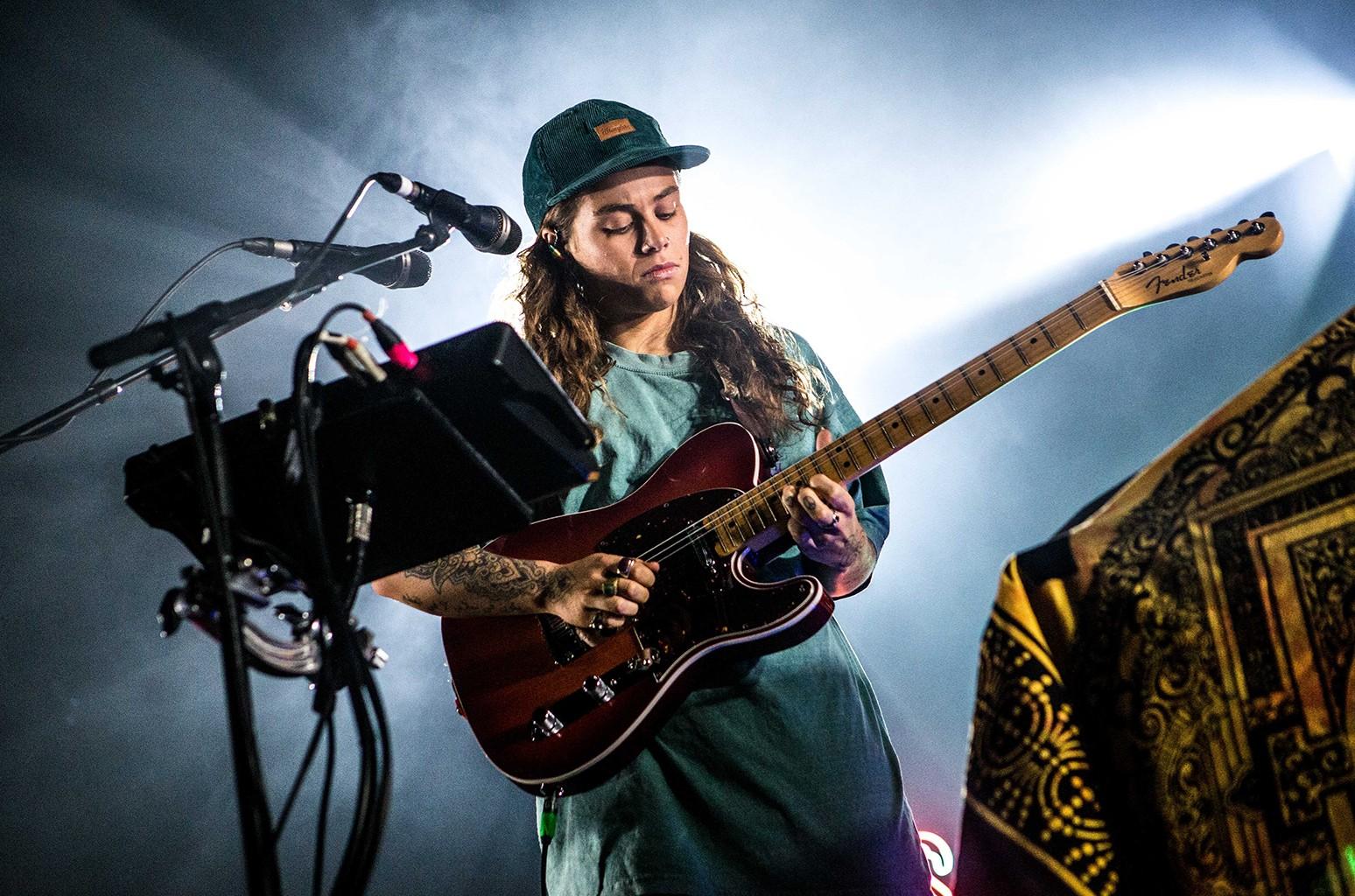 Таш-Султана заняла первое место в Австралии с альбомом Terra Firma