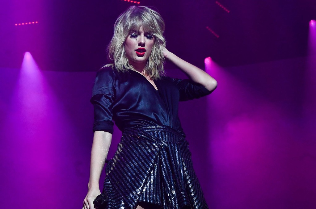 Taylor Swift Shows Off Pink & Blue Hair in Sunny Snapshots Ahead ...