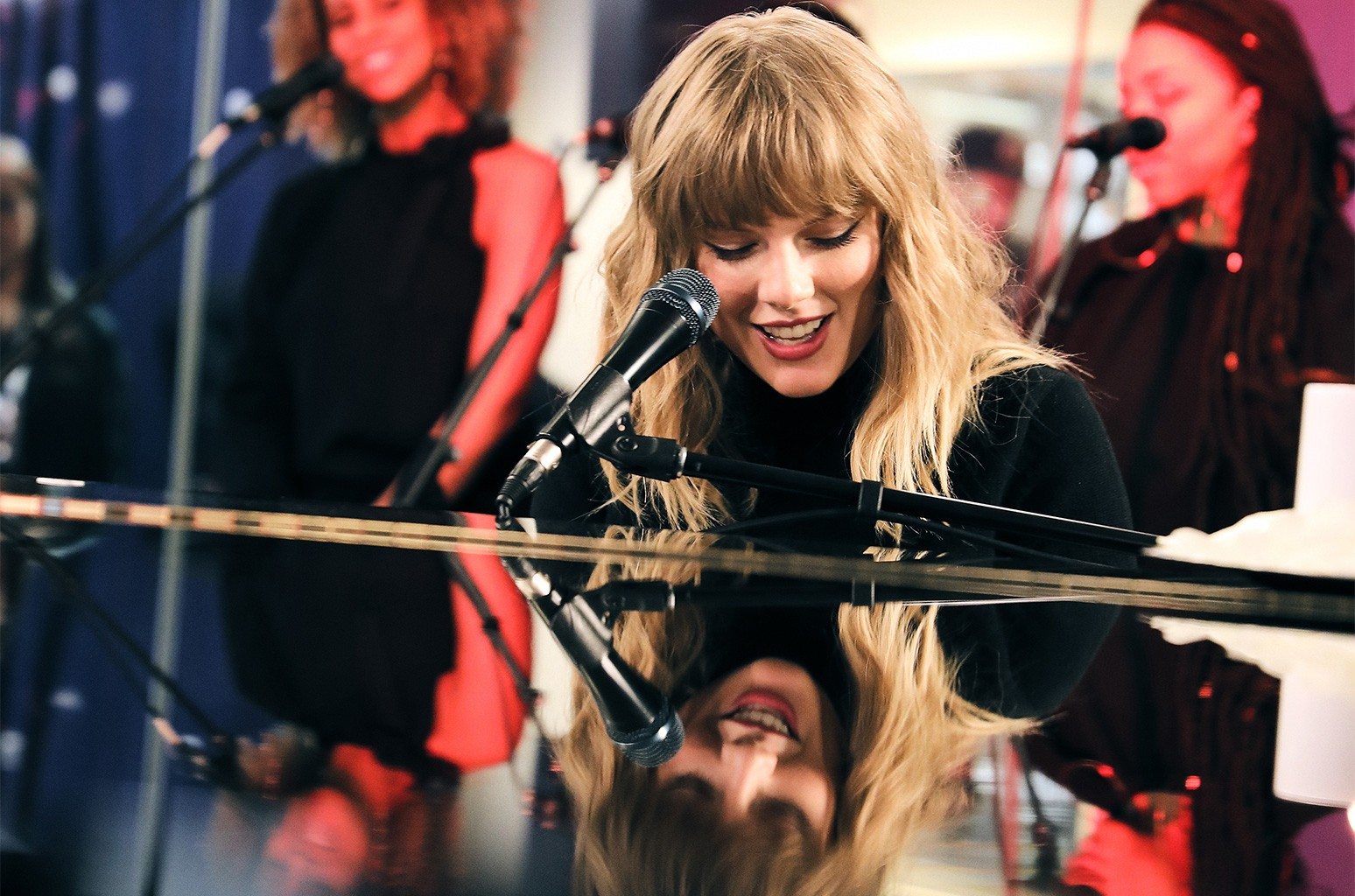 Taylor Swift performed on SiriusXM
