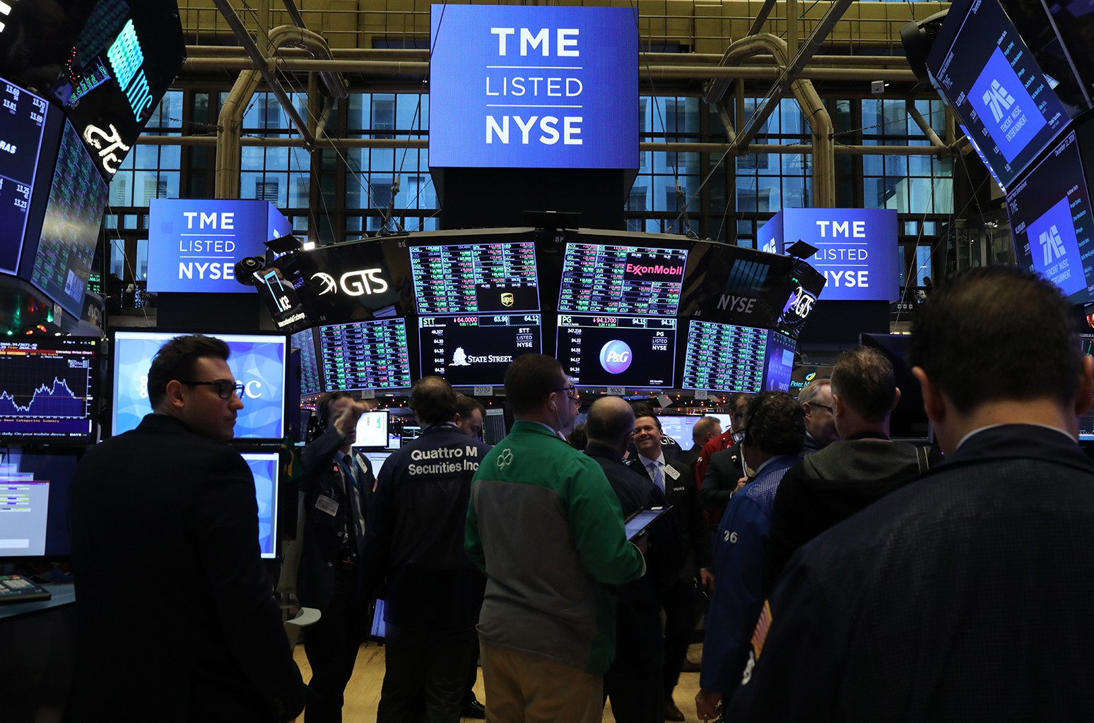 Traders work on the floor on the New York Stock Exchange (NYSE) as the Chinese music-streaming service Tencent Music launches its IPO on Dec. 12, 2018 in New York City.