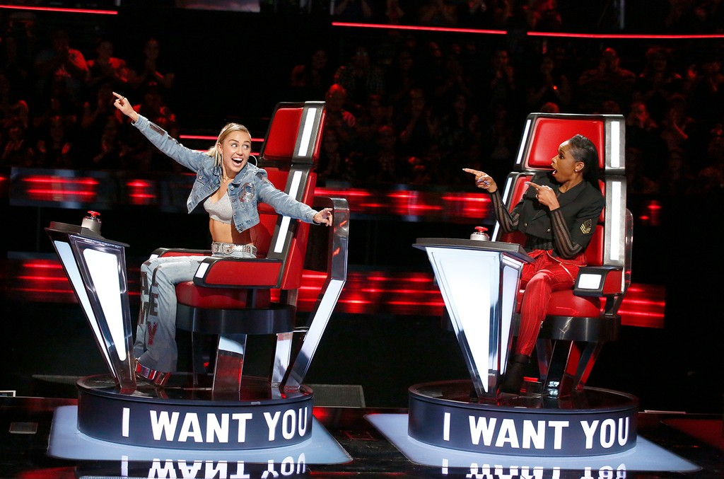 Miley Cyrus and Jennifer Hudson on The Voice on Oct. 2, 2017.