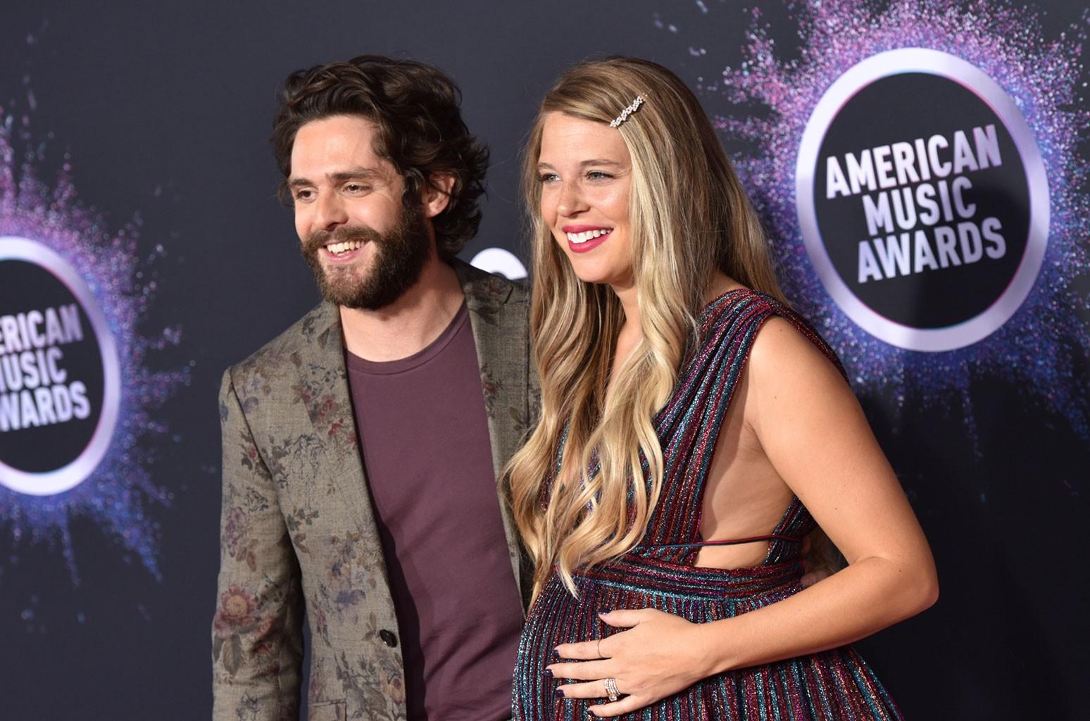 The 2020 Cma Country Christmas Thomas Rhett & Wife Lauren Akins to Host 'CMA Country Christmas