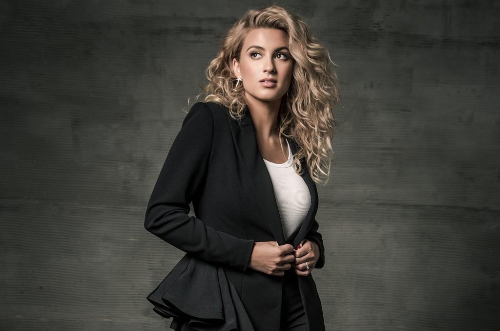 Tori Kelly's 'Never Alone' Debuts on Gospel & Christian Charts