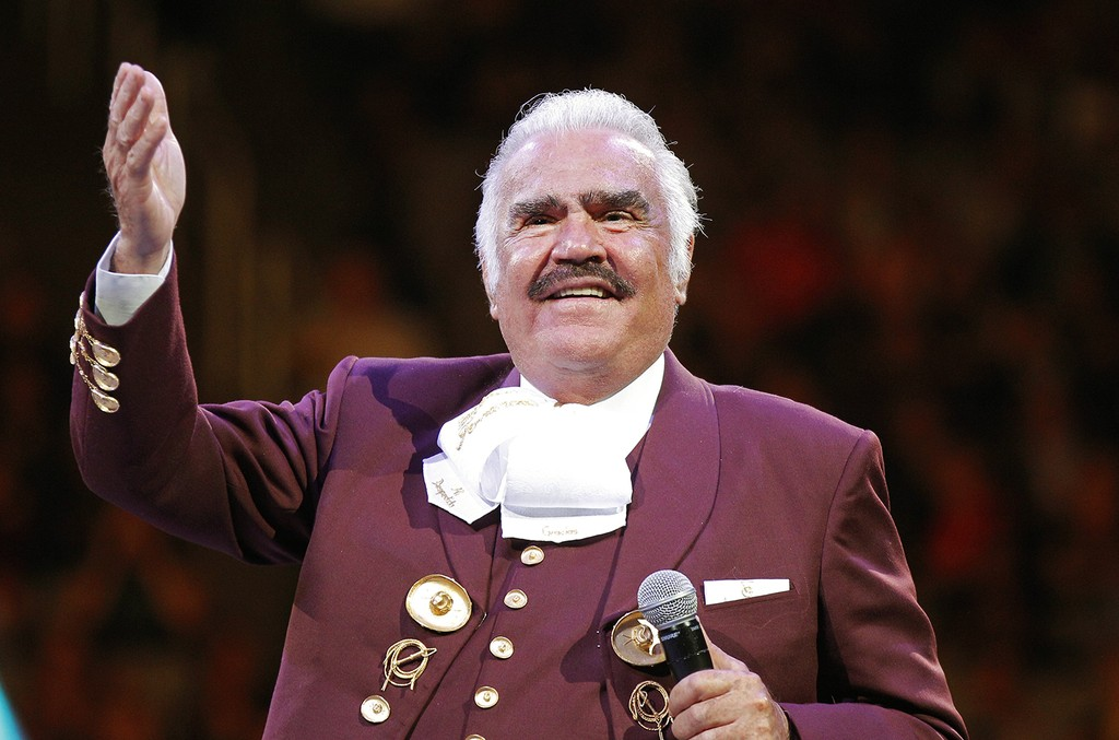 Vicente Fernandez performs at the HP Pavilion