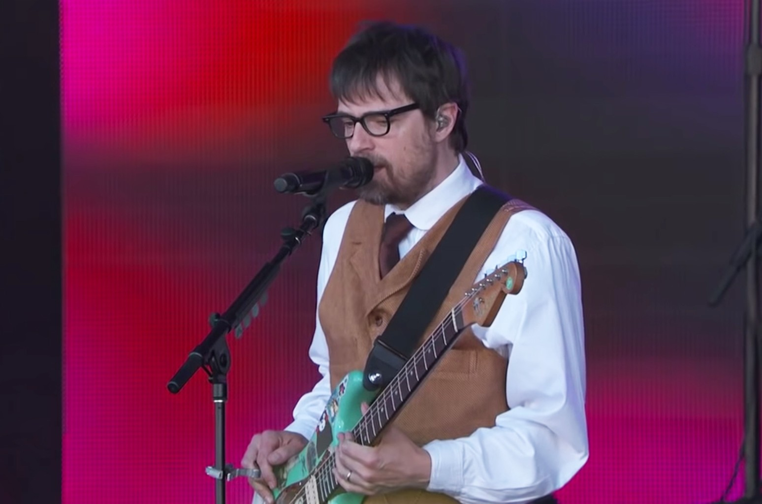 """Weezer performs """"Africa"""" on Jimmy Kimmel Live!"""