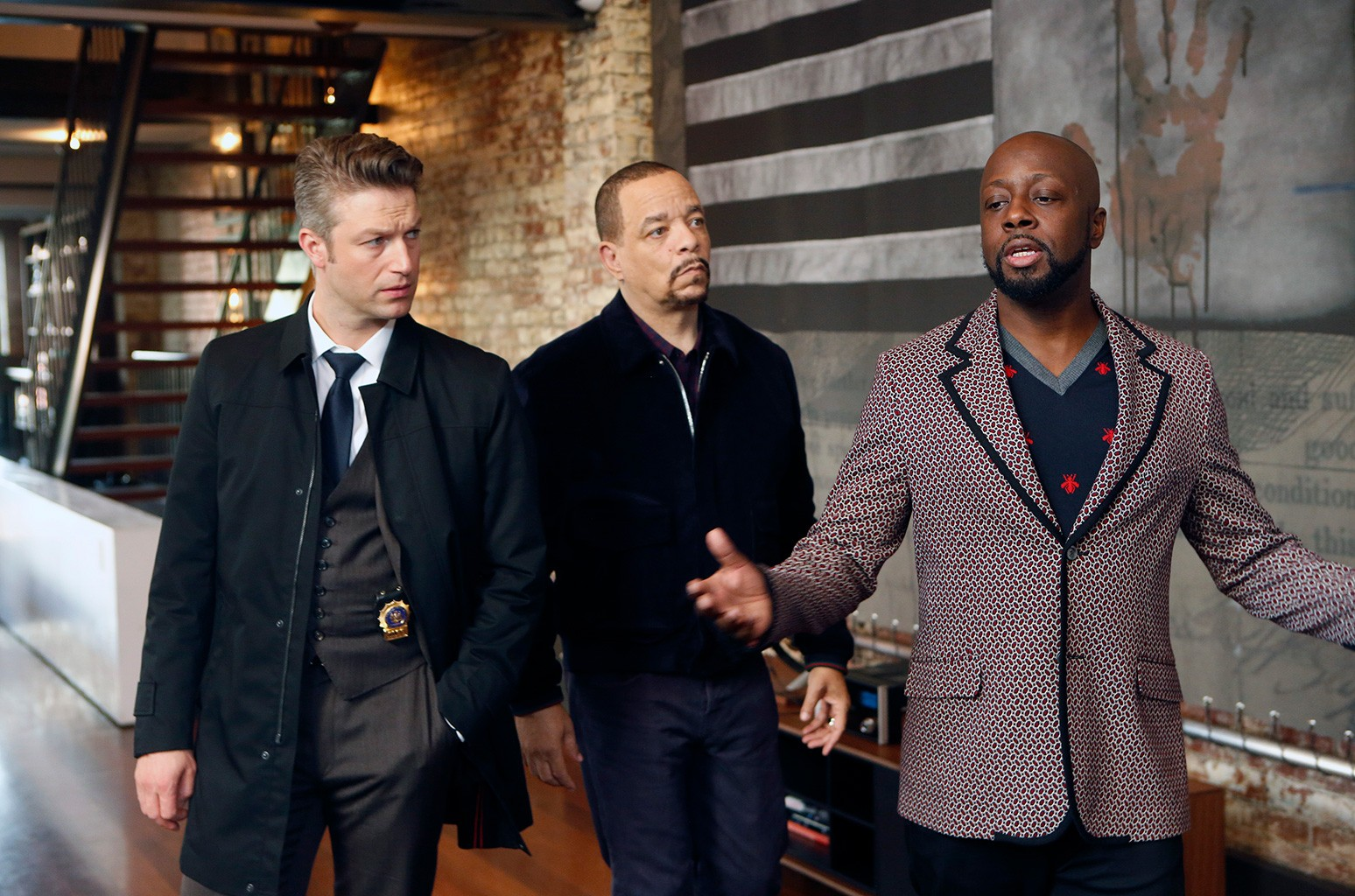 """?Peter Scanavino as Detective Sonny Carisi, Ice T as Detective Odafin """"Fin"""" Tutuola, Wyclef Jean as Vincent Love on """"Broken Rhymes"""" Episode 1807 on Law & Order: Special Victims Unit."""