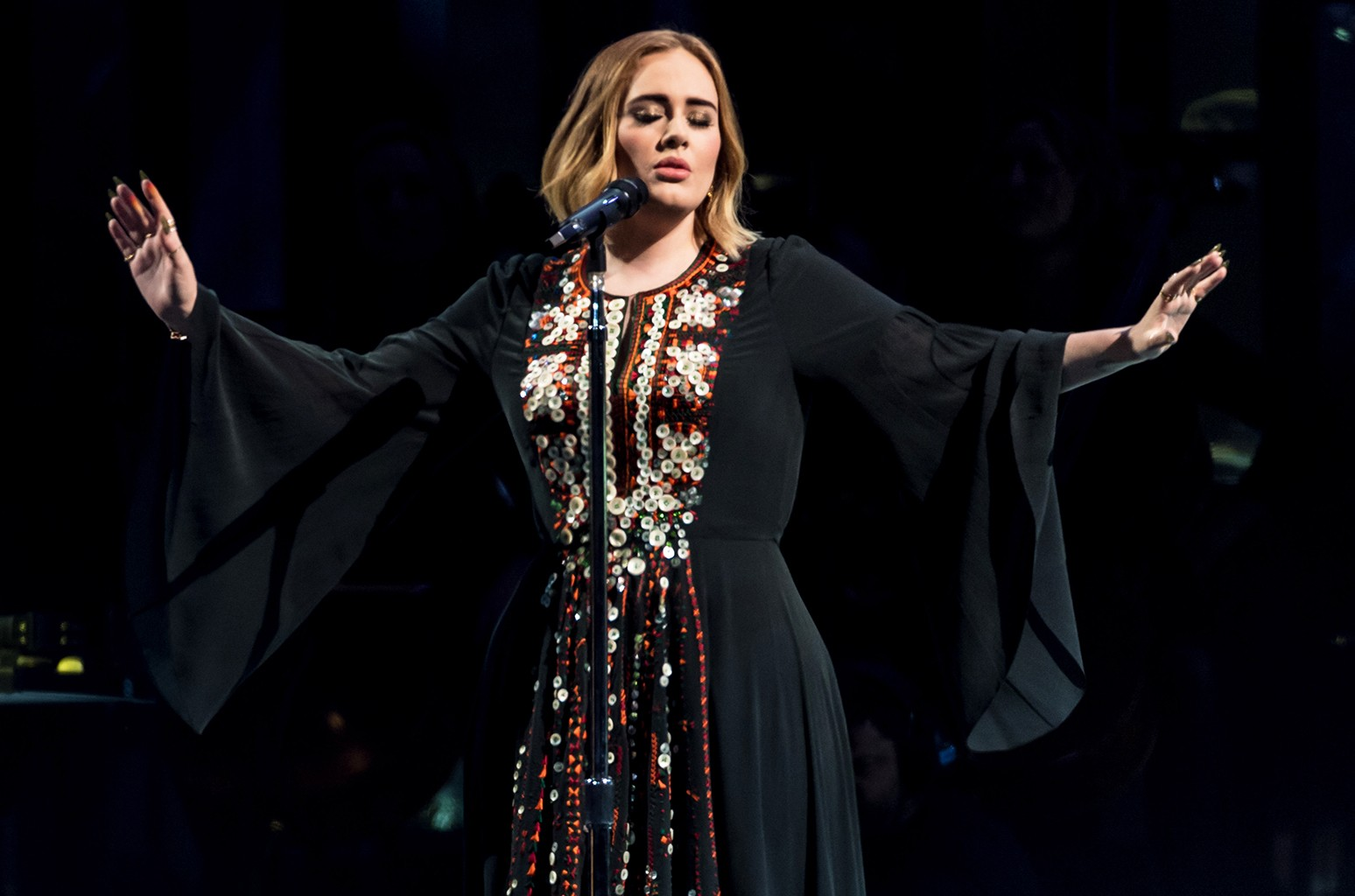 Adele performs at Glastonbury 2016