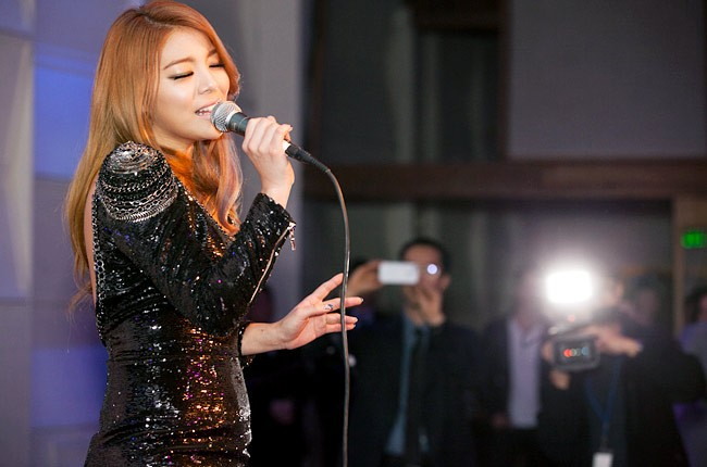ailee-grammys-2013-parties-650-430