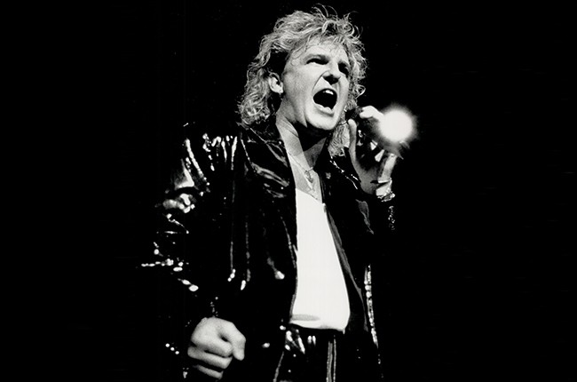 Alan Frew of Glass Tiger performing in Toronto in 1988.