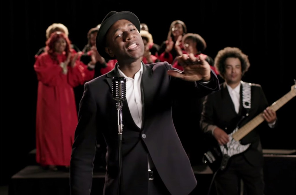 "A scene from the video for ""Counting On Me"" by Aeroplane and Purple Disco Machine featuring Aloe Blacc."