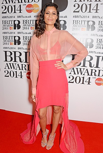 aluna-brit-awards-red-carpet-2014-600