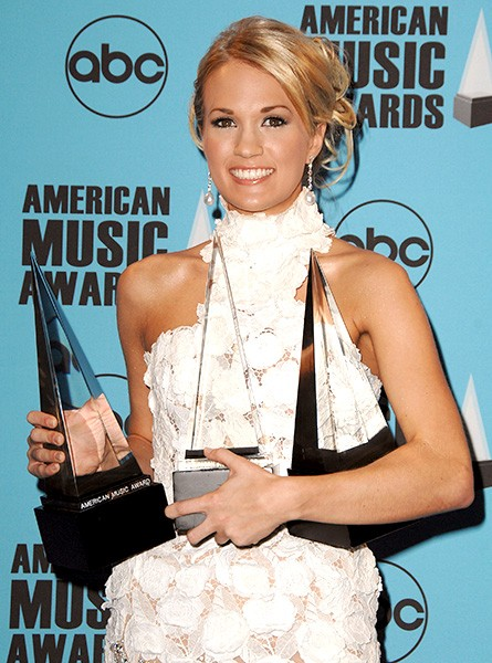 Carrie Underwood With Her Awards in 2007