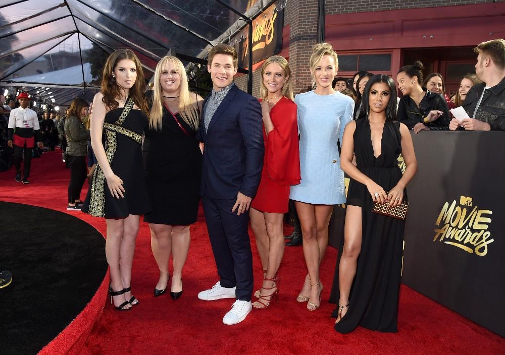 Anna Kendrick, Rebel Wilson, Adam DeVine, Brittany Snow, Kelley Jakle and Chrissie Fit 2016 mtv movie awards