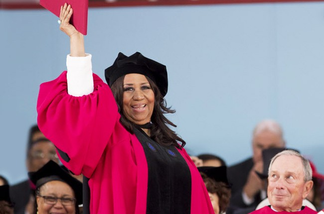 Aretha Franklin receives an honorary degree at Harvard University