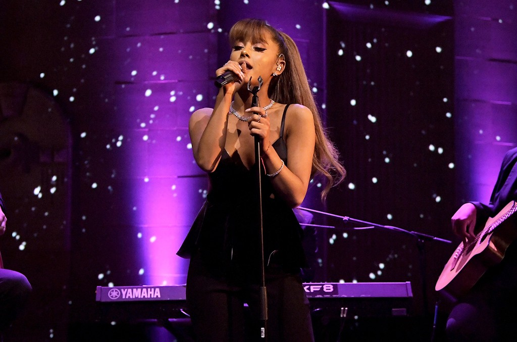 Ariana Grande performs at Tiffany & Co. on Oct. 13, 2016.
