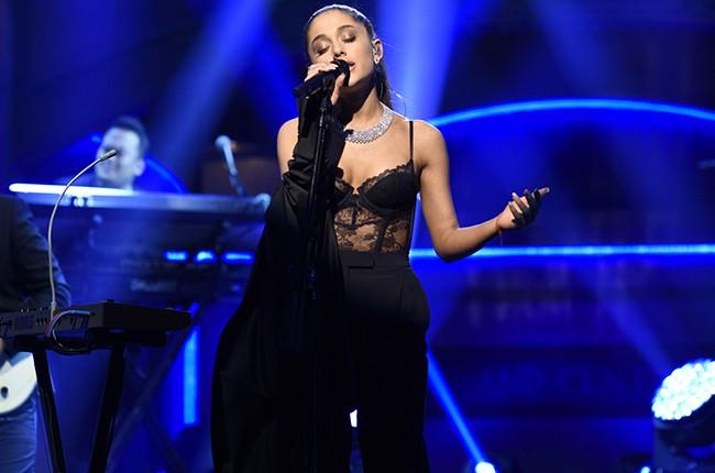 Ariana Grande  Saturday Night Live 2016
