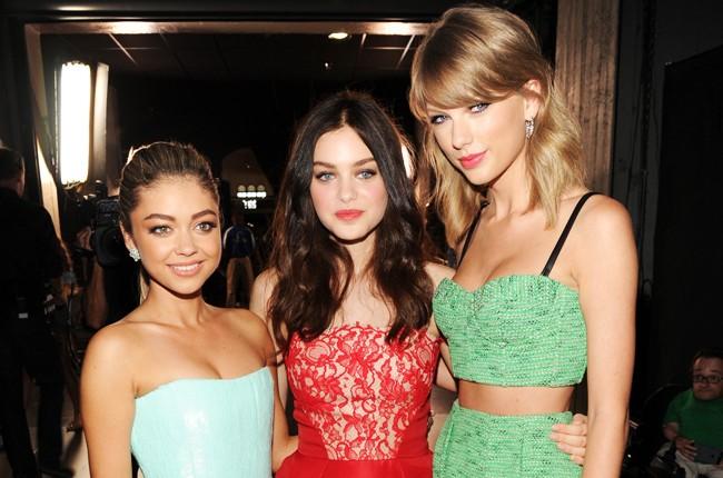 Sarah Hyland, Odeya Rush and Taylor Swift backstage at FOX's 2014 Teen Choice Awards