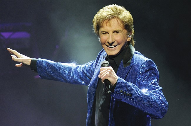 Barry Manilow performs at the New Jersey