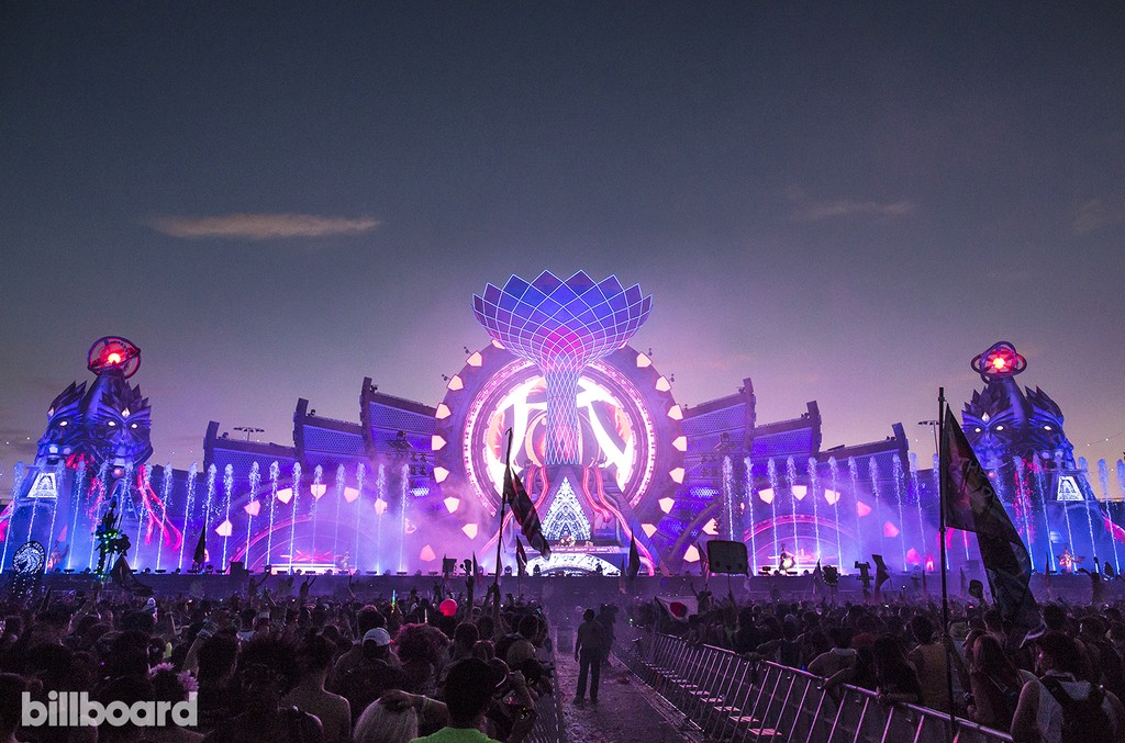 W&W at day 1 of EDC Las Vegas on June 17, 2016.