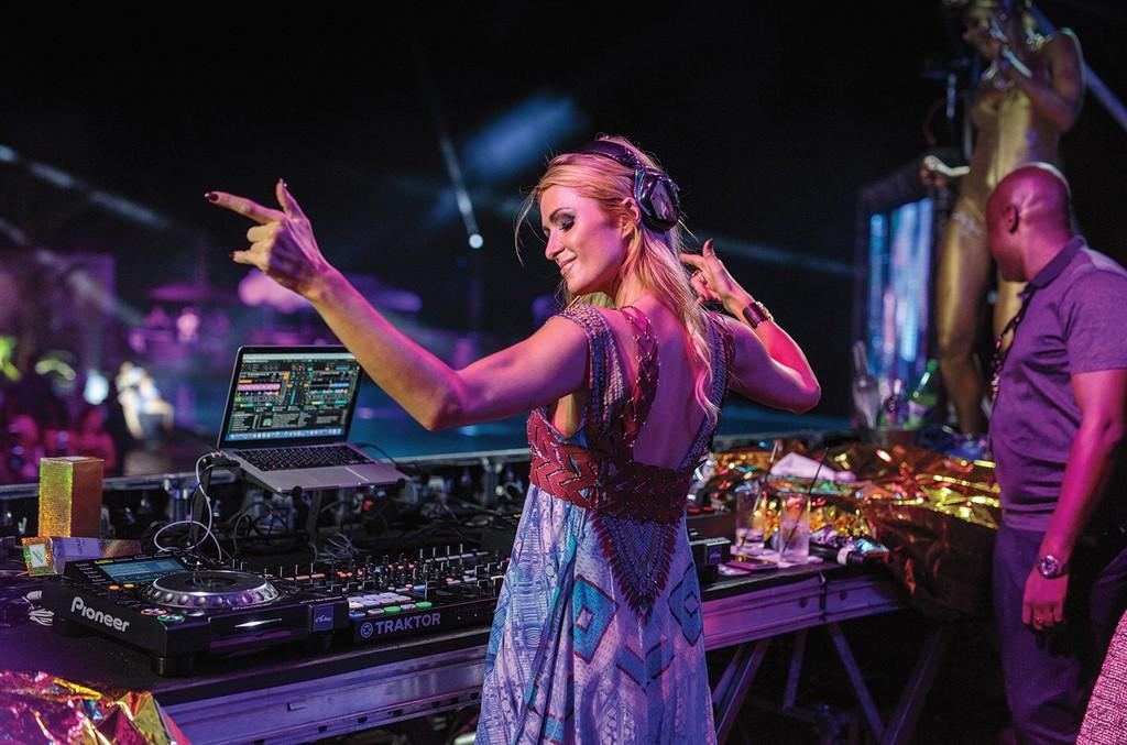 Paris Hilton, 2016