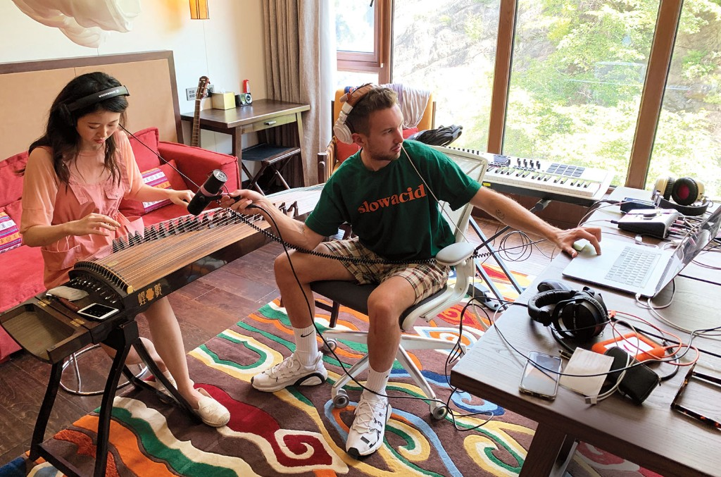 Shurui Zhao (left) and Pink Slip at the BMG SoundLab on Aug.23 in Beijing.