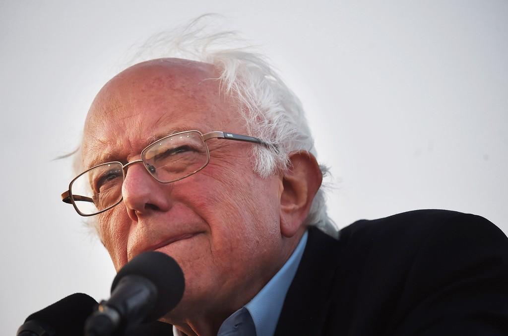 Bernie Sanders speaks at Ganesha High School