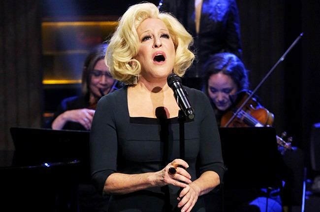 """Bette Midler performs """"Waterfalls"""" on The Tonight Show Starring Jimmy Fallon"""