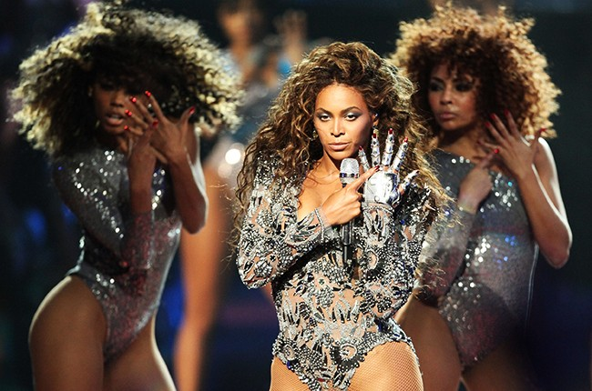 """Beyonce performs """"Single Ladies"""" during the 2009 MTV Video Music Awards"""