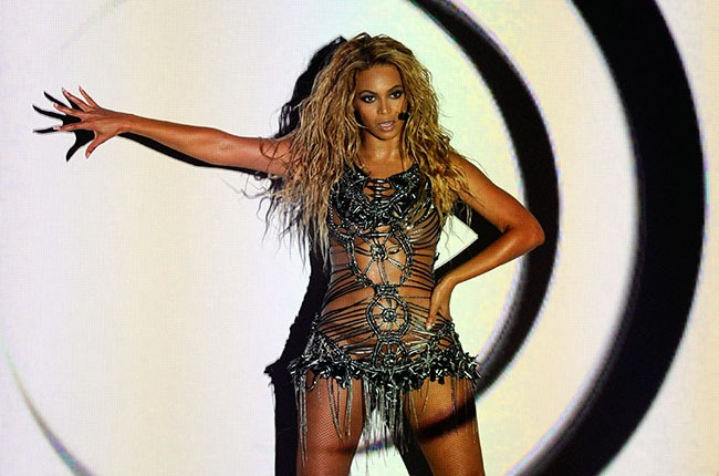 Beyonce performing during the 2010 Billboard Music Awards