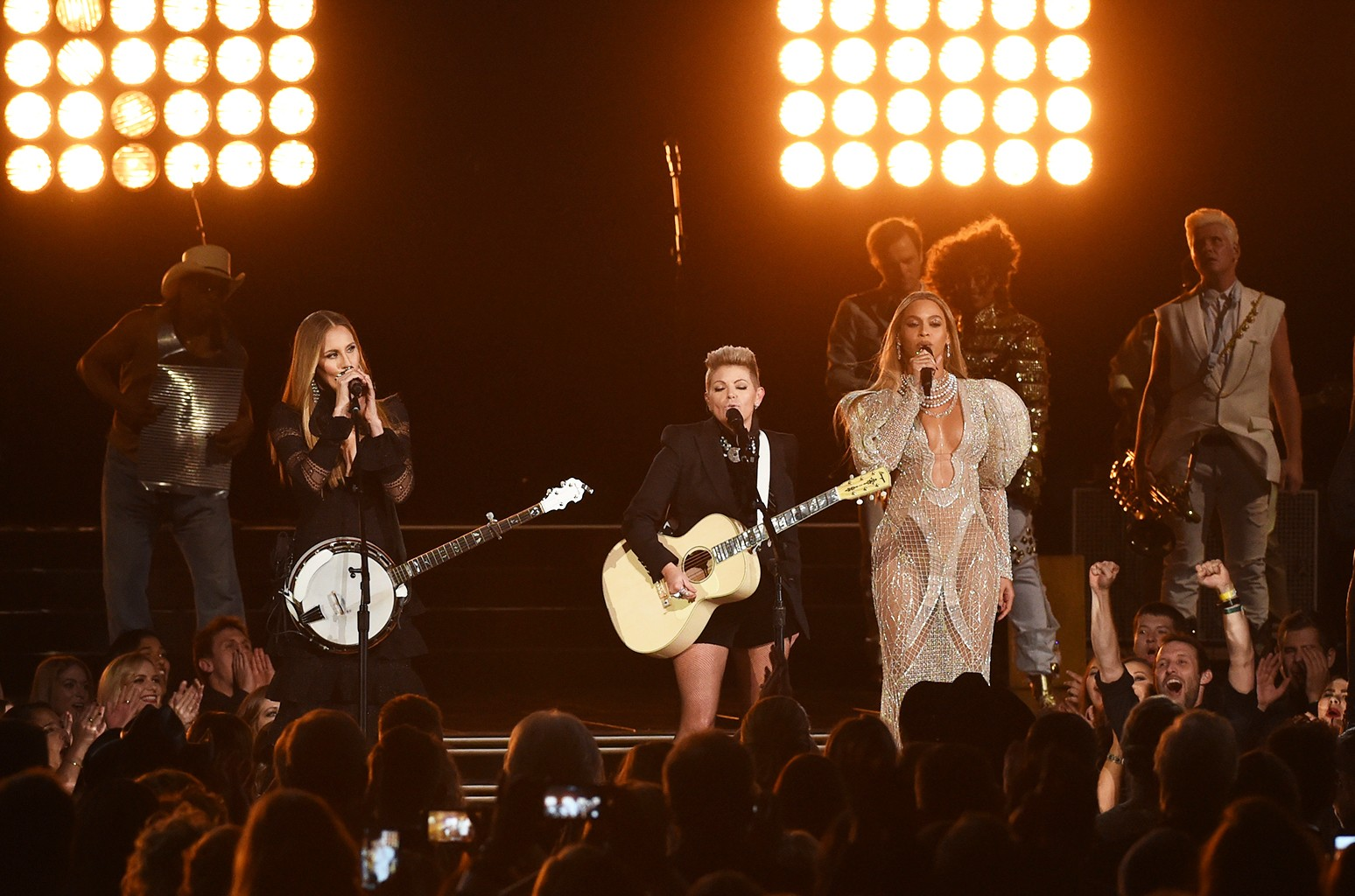 Beyonce performs with the Dixie Chicks