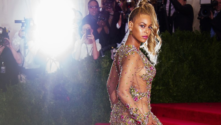 <p>Beyonce Knowles arrives at The Metropolitan Museum of Art&#39&#x3B;s Costume Institute benefit gala celebrating &quot&#x3B;China: Through the Looking Glass&quot&#x3B; on May 4, 2015 in New York City.</p>