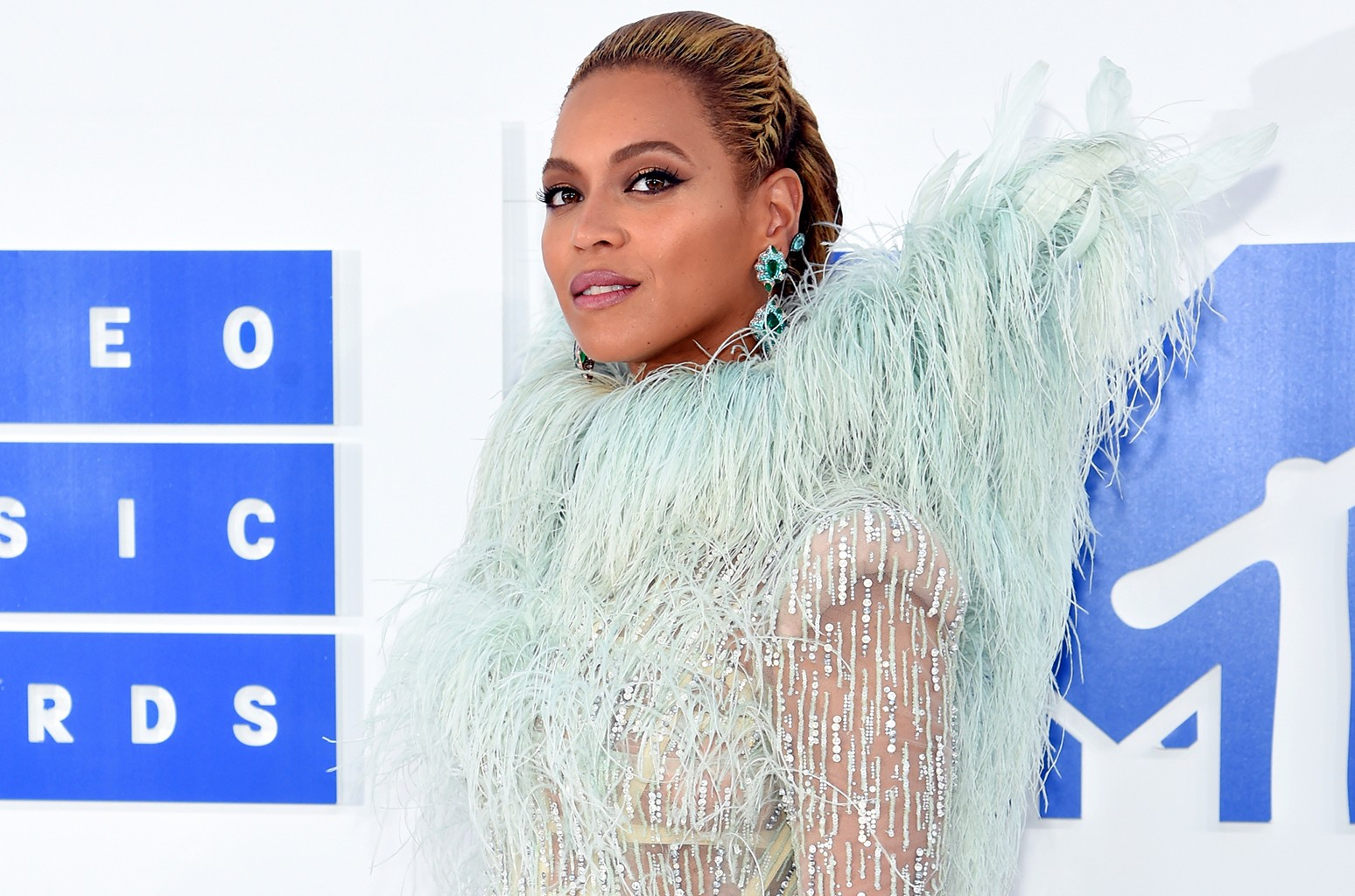 Beyonce attends the 2016 MTV Video Music Awards