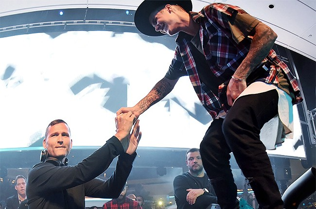 Justin Bieber jumps onstage during Kaskade's residency set at XS Nightclub at the Wynn Las Vegas on June 20, 2015.