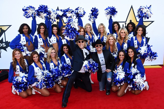 Big Kenny and John Rich of Big & Rich pose with the Dallas Cowboys Cheerleaders 2015 acm awards