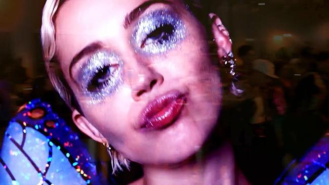 """Bitch I'm Madonna"" music video 2015 Miley Cyrus"