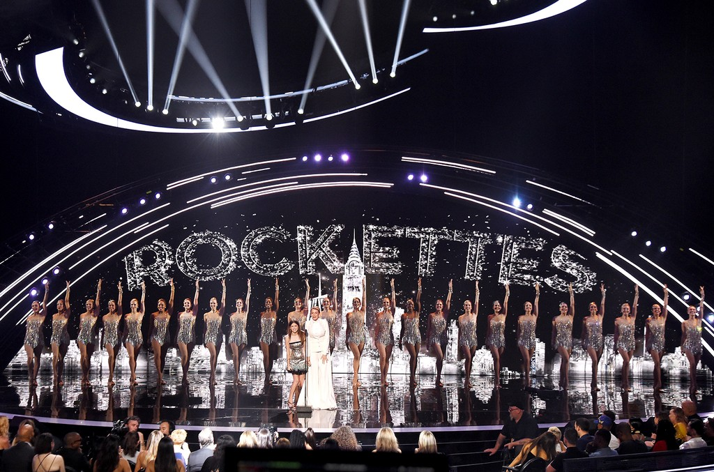 Anna Kendrick, Blake Lively and The Rockettes
