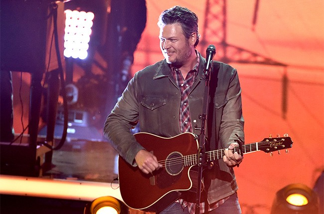 Blake Shelton performs at the iHeartRadio Music Awards