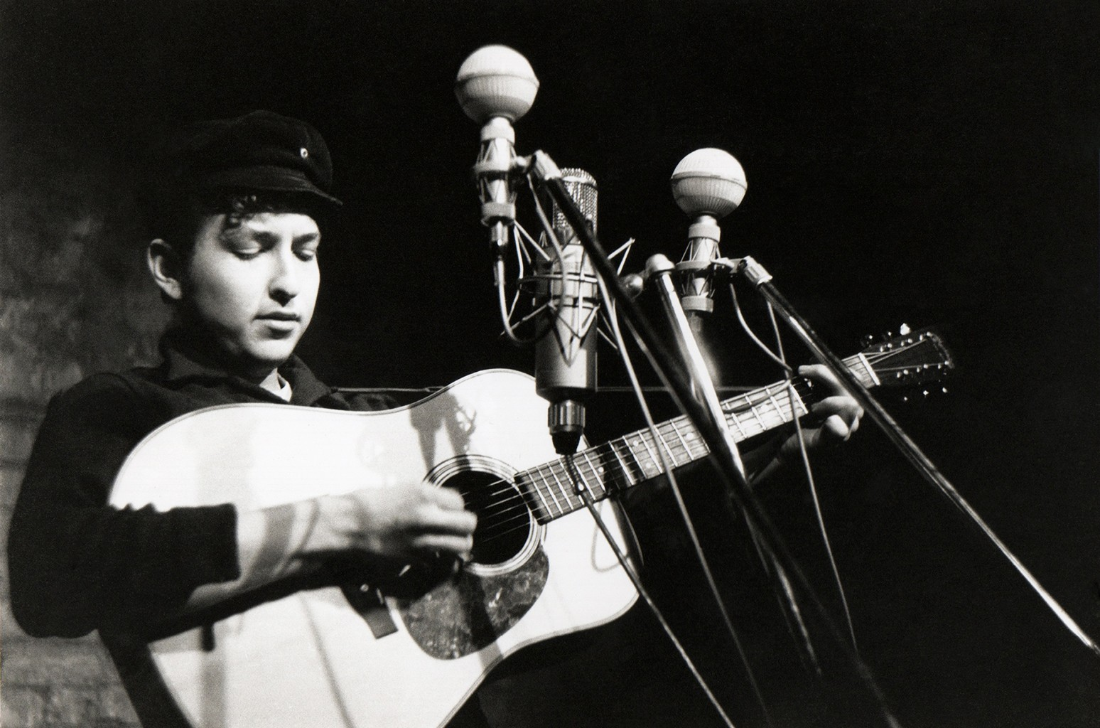 Bob Dylan performs in 1961.
