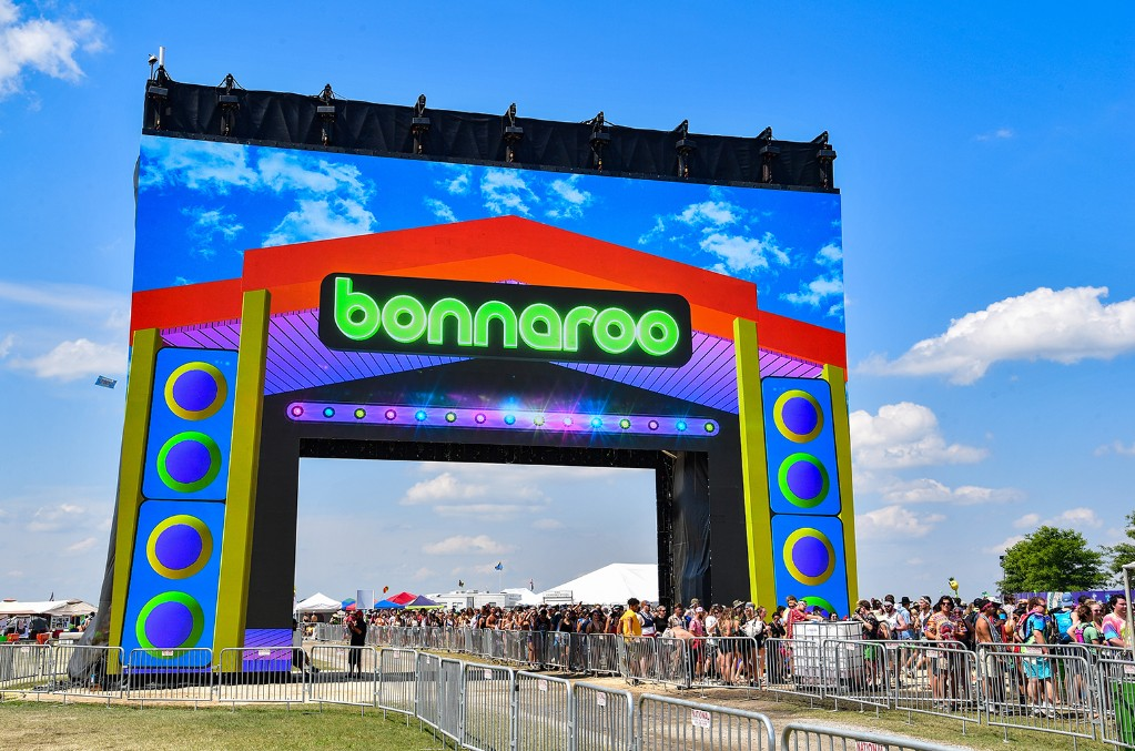 bonnaroo-2019-entrance-billboard-1548