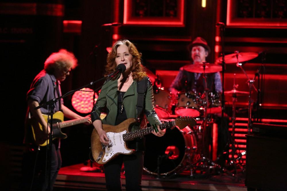 Bonnie Raitt Tonight Show Jimmy Fallon 2016