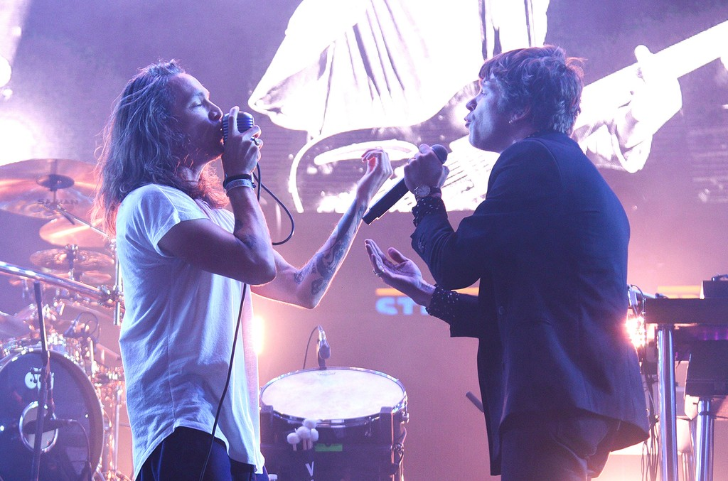 Brandon Boyd of Incubus and Matthew Shultz of Cage the Elephant