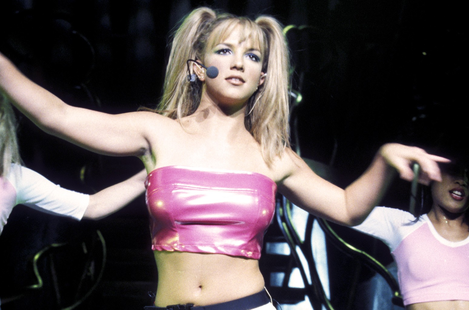 Britney Spears In Sexy Bikini On A Yacht - PlayCelebs.net