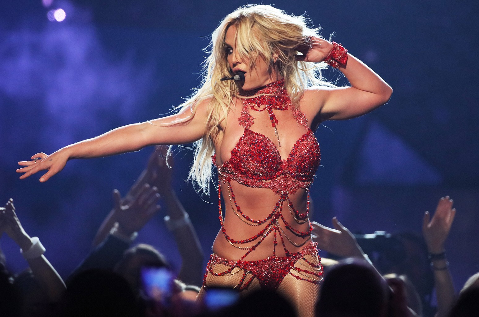 Britney Spears performs during the 2016 Billboard Music Awards