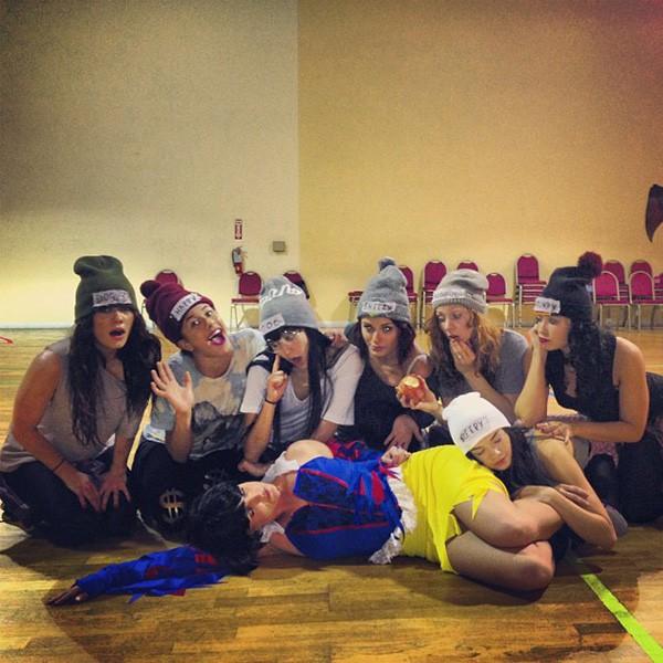 britney-spears-dancers-halloween-600