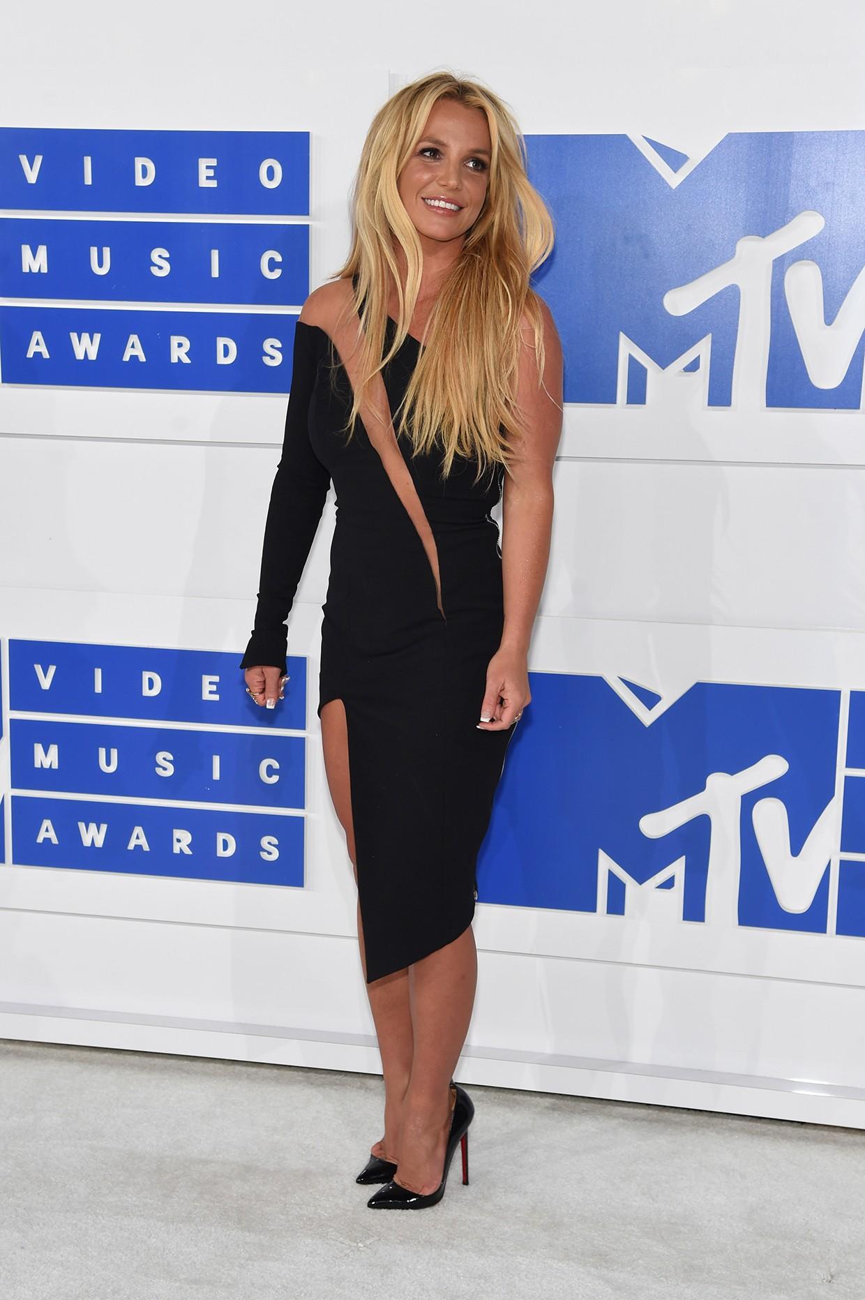 Britney Spears Slays on the 2016 VMAs Red Carpet | Billboard