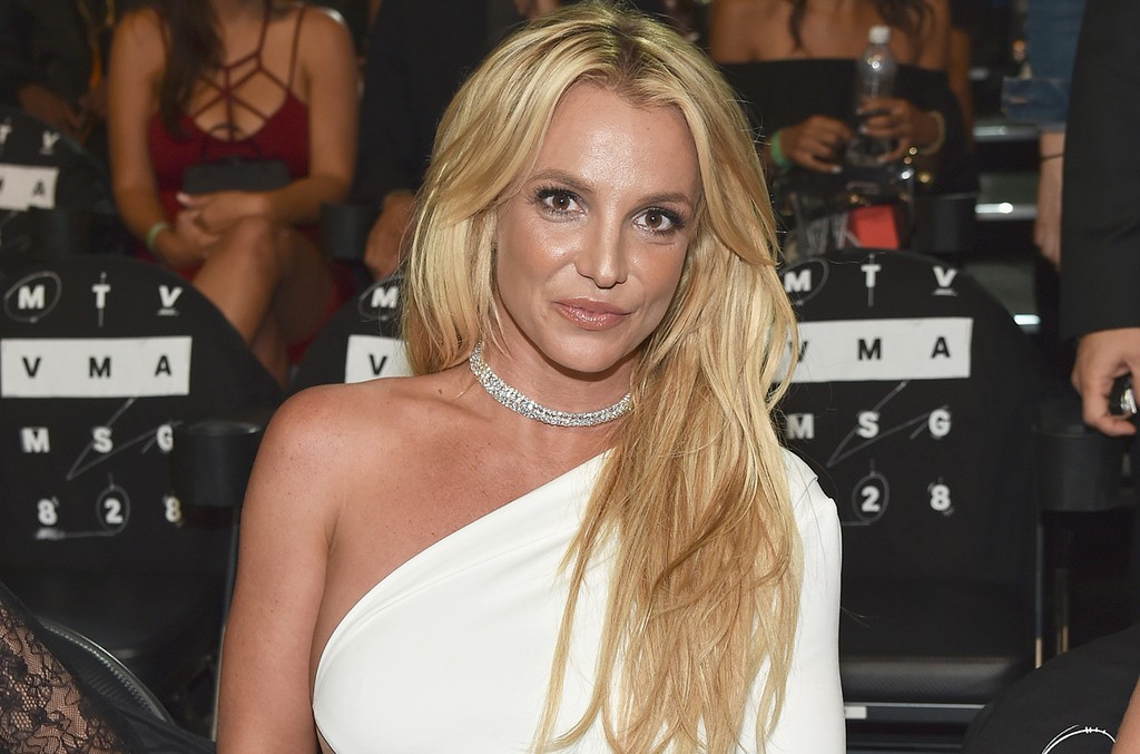 Britney Spears attends the 2016 MTV Music Video Awards