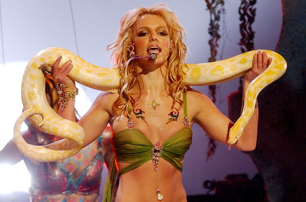 Britney Spears performs during the 2001 MTV Video Music Awards