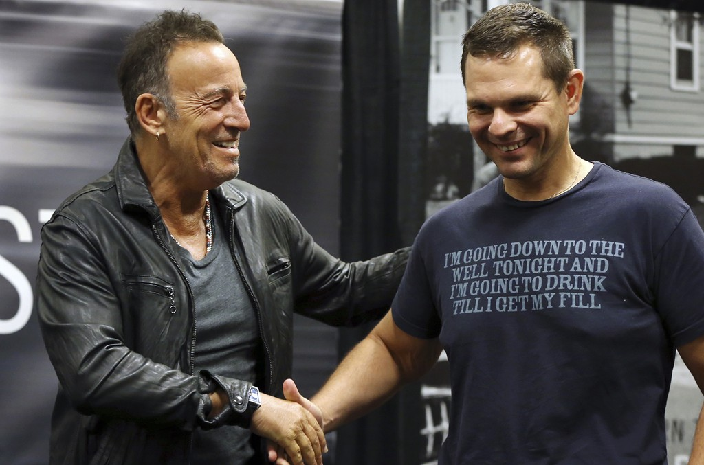Bruce Springsteen at Barnes and Noblw