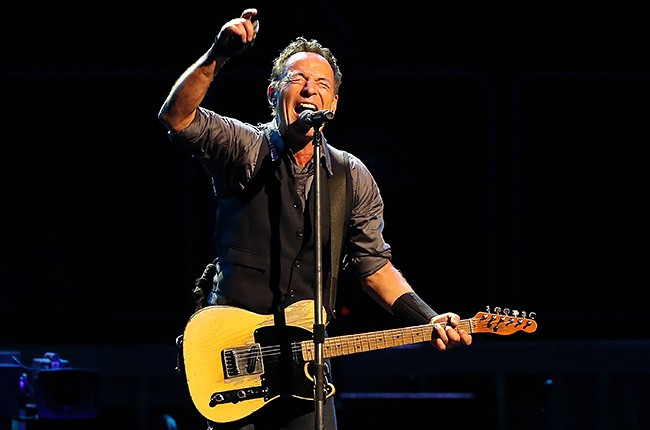 bruce-springsteen-performing-650-430